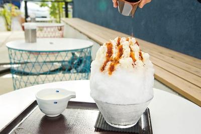 「霧原」の「塩キャラメルミルク」(1,100円。~8月下旬)。天然氷に合うようサラッとしたソースはビターな味わい
