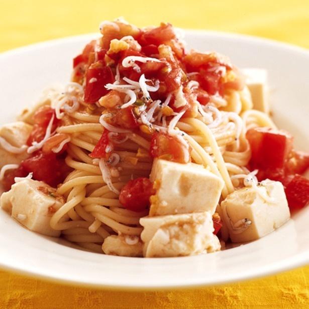 しらすの塩けで上品な味に仕上がる「豆腐とトマトの冷製パスタ」