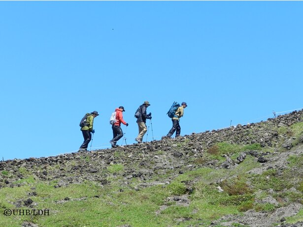 北海道の最高峰で「日本の百名山」にも選ばれている旭岳の頂上を目指す