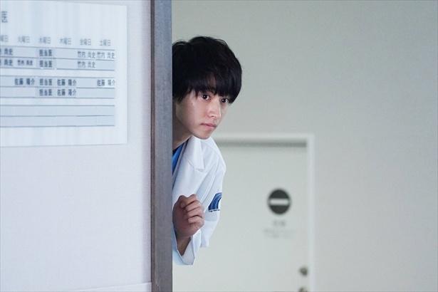 【写真を見る】湊先生のひょっこりはん!?かわいい!