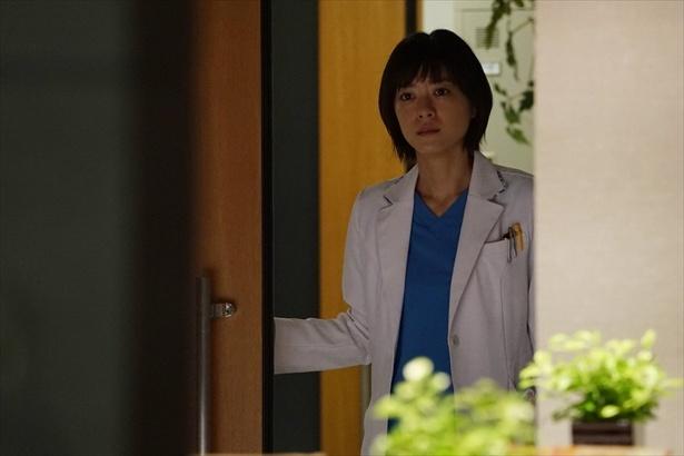 第5話シーンより。夏美(上野樹里)は湊をなんとか小児外科に残したいが…