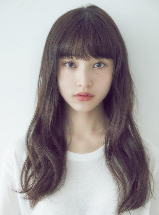 山田愛奈は、映画「感情のない海」に登場する美和役