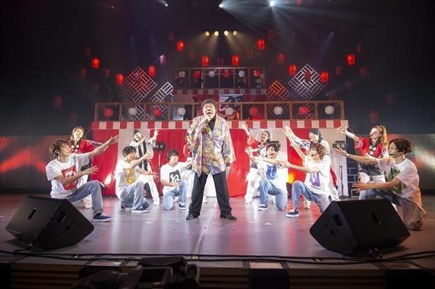 北島三郎の「祭」を披露するコロッケ