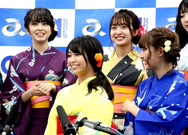【写真を見る】元SUPER☆GiRLSの荒井レイラ(写真左端)の暴露話で浅川梨奈(写真右端)が大慌てに?