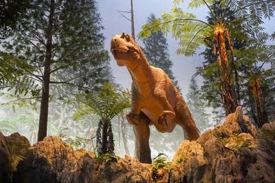 10メートルを超える大型の肉食恐竜・ワキノサトウリュウも迫力たっぷり!