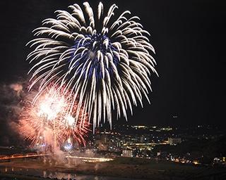 音楽と花火の競演でスターマインなど約1万2千発!高知県四万十市で「第14回しまんと市民祭 納涼花火大会」