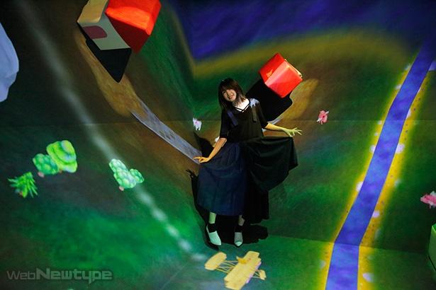 上田麗奈フォトコラム・電子がおりなすファンタスティックな空間で