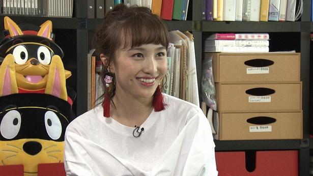 【写真をみる】ももクロ・百田夏菜子が身体能力を生かした発声レッスンを披露!