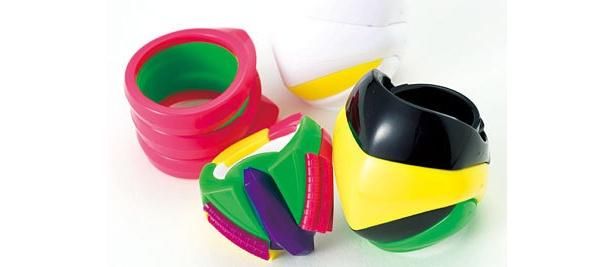 7色のパーツと3種類のデザイン説明書入りで¥3990