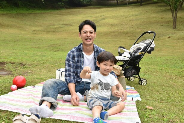 パパの笑顔を見せる妻夫木聡