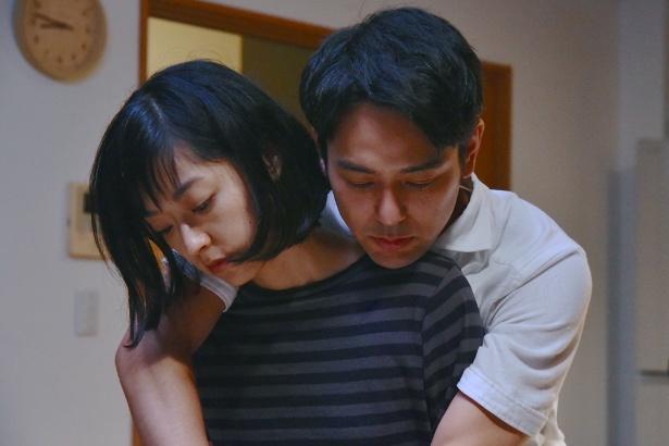 初共演で夫婦を演じる井上真央、妻夫木聡(写真左から)