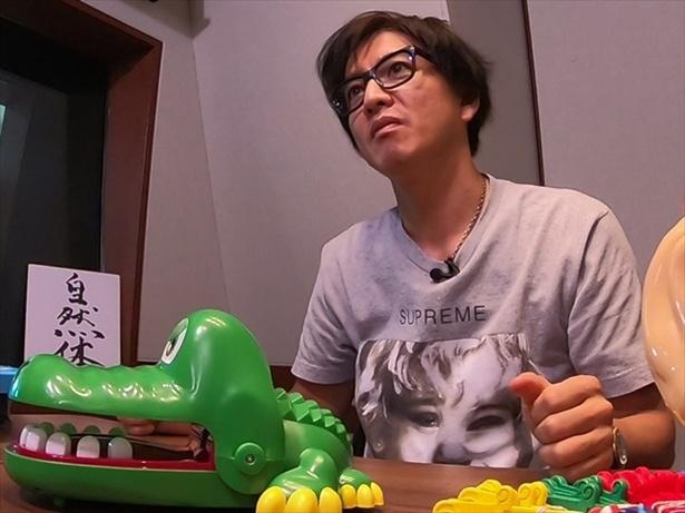 【写真を見る】「パーティーゲームをします」と言われた木村はこの表情