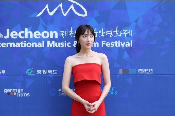 知英が堤川国際音楽映画祭に姿を見せた