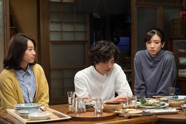 【写真を見る】突然、鈴愛の地元にやってきたユーコと、ボクテ!3人の絆は強い!!