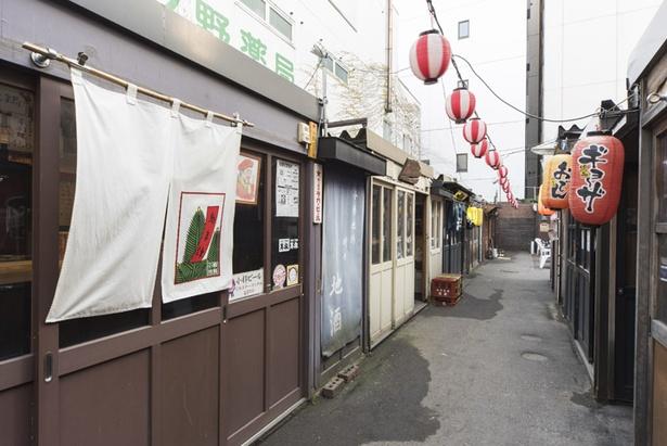 「おたる屋台村レンガ横丁」のサンモール1番街側の入口から入って2つ目が「鳥ま津」