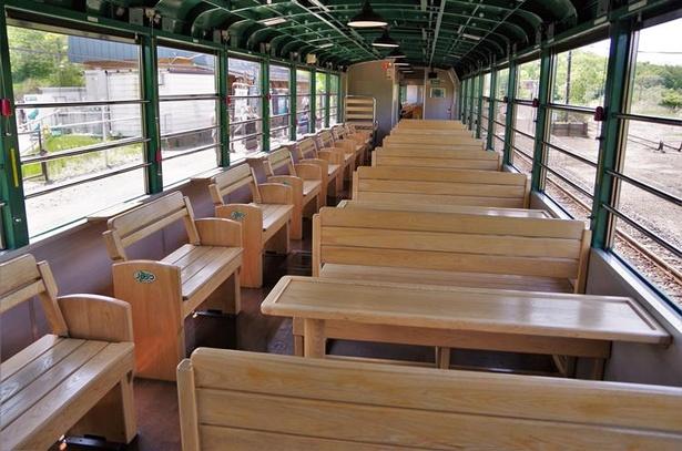 大人数にうれしいボックス席と2人がけの席(写真では背もたれの向きが逆になっています)