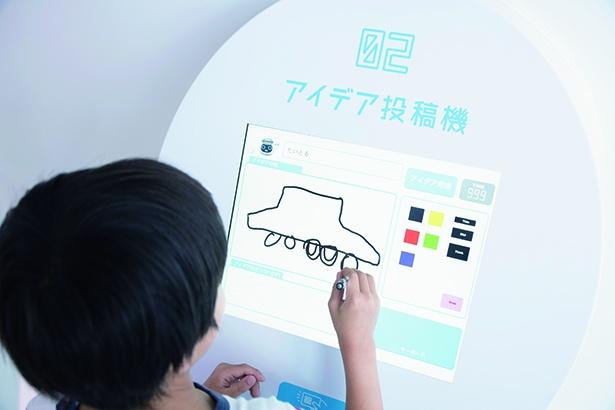投稿機のスクリーンにタッチペンで自分のアイデアをお絵描き