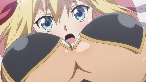 【写真を見る】村の食糧を奪おうとする傭兵乙女ラ・イルの胸に飛び込むジャンヌ。絶妙なアングルに目が釘付けに