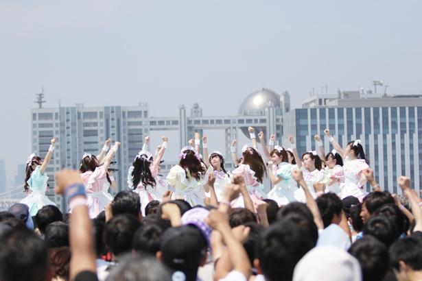 あっとせぶんてぃーんが「TOKYO IDOL FESTIVAL 2018」3日目の8月5日、SKY STAGEに登場した!