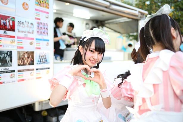 東京・秋葉原のメイドカフェ「@ほぉ~むカフェ」の現役メイドによるポップユニット・あっとせぶんてぃーんが8月4日、「TOKYO IDOL FESTIVAL 2018」の「コラボアイス」に参加