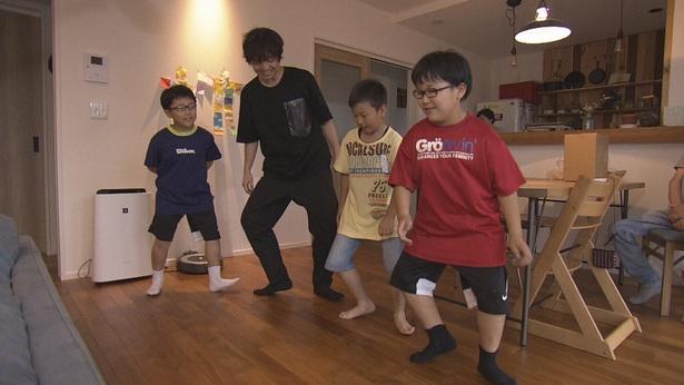 番組後半では、三浦が盆踊りに関わる人と出会うため奔走