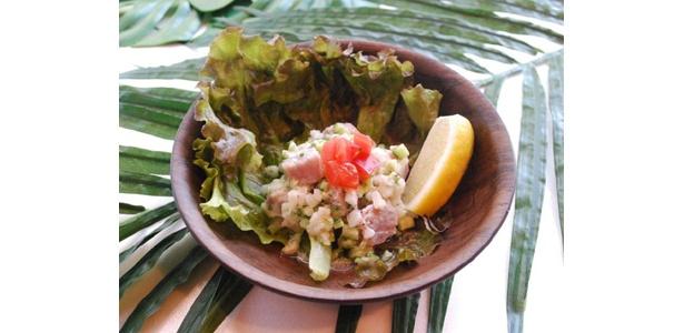 今回新発売となった「ポワソンクリュ」。タヒチの家庭料理だ