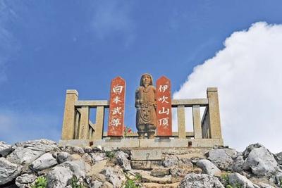 【写真を見る】山頂には日本神話最大の英雄「日本武尊」の像がある/伊吹山