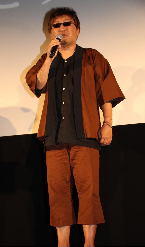 """【写真を見る】立木文彦、実際に撮影で使用した衣装やカツラを着用して""""マダオ姿""""で登場!"""
