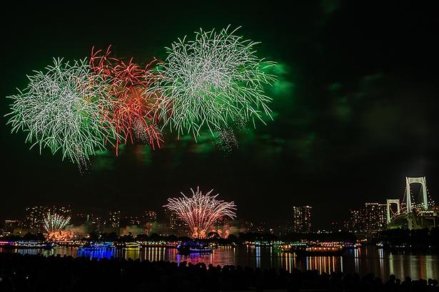 東京湾に大輪の花が開いた