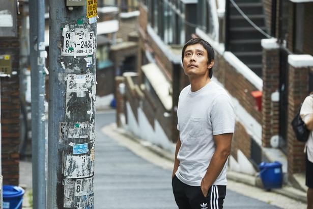 イ・ビョンホン演じるジョハは母親に捨てられ、プロボクサーとして孤独に生きてきた男