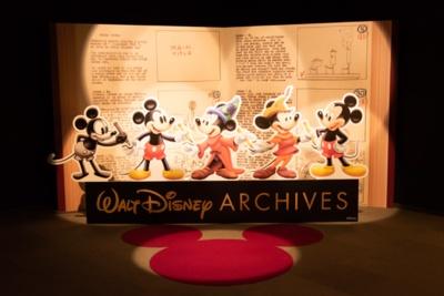 東京会場から初登場したフォトブースでは、本展覧会のロゴでもある歴代のミッキーマウスと写真が撮れる