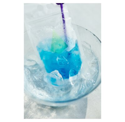 アーバンビビットな濃い青色とオレンジピールの爽やかな味わいが特徴の「ブルーハワイ」
