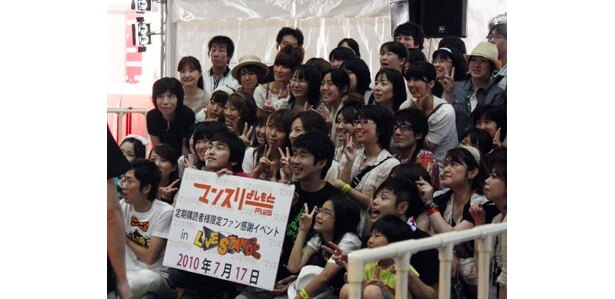 「LIVE STAND2010」の初日、開場する前に行われたシークレットライブに、東京ウォーカーの読者から選ばれた特派員が潜入! 「NON STYLE」や「しずる」と撮影も!