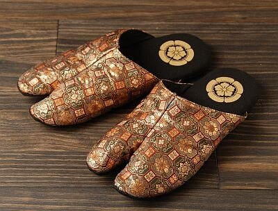 ブレスワールド「戦国武将 金襴(きんらん)足袋スリッパ」(5775円)