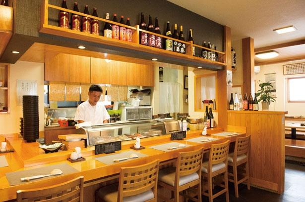 東京で18年の修業を経て郷里に寿司店を開いた店主の岩村嘉樹さん/鮨 よし喜