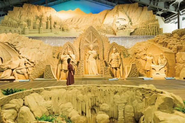 一年に一度作り変えられる砂像/鳥取砂丘 砂の美術館