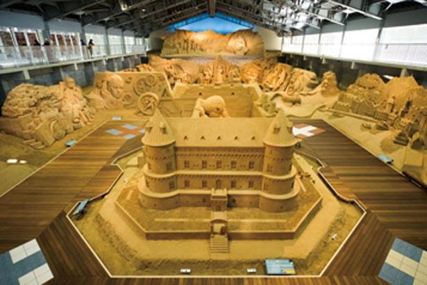 細部まで精巧に創られた砂像の美しさは言葉を失うほど/鳥取砂丘 砂の美術館