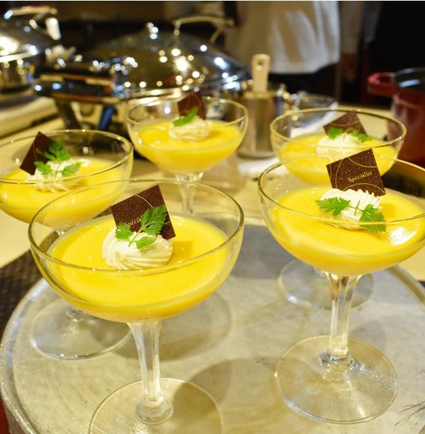 「アジアンフェア ディナーブッフェ」で味わえる濃厚なマンゴープリン