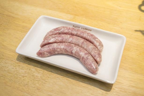 羊肉ソーセージ896円(写真は生ソーセージ)。ひと口かじると肉汁がほとばしる!