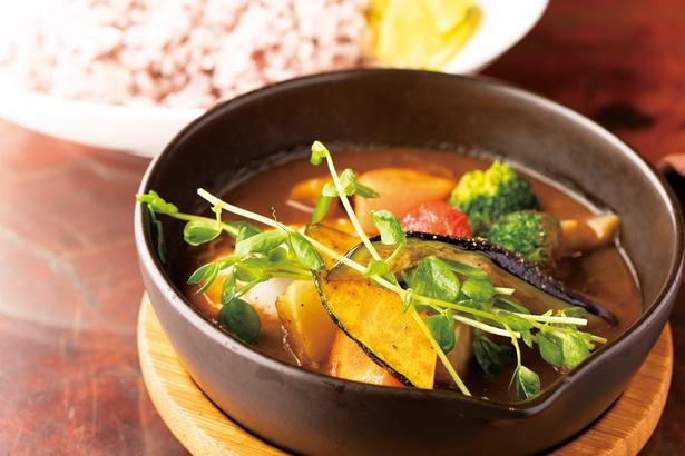 """【写真を見る】箱根""""菜""""(sai)カレー(1,300円)。根菜類がたくさん食べられて健康的!"""