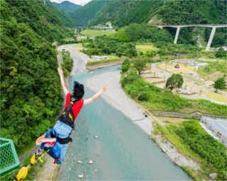 高さ66mで西日本一!大自然の絶叫アトラクション、熊本「五木バンジー」