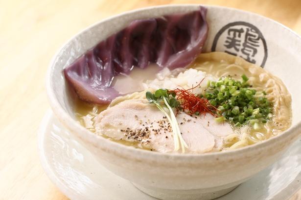 上質な小麦を使用した特製の細麺がスープによく絡む