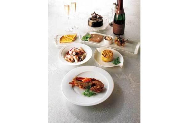 トロワグロ「NOEL le dner」(2人前/9691円)※盛り付け例、ケーキとシャンパンはセットに含まれません