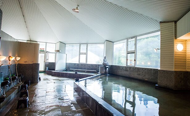 英彦山温泉 しゃくなげ荘 / 古くから湯治場として栄え、修験道の修行者も湯につかったとか