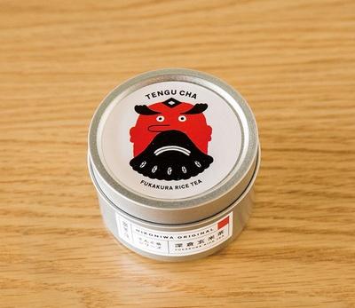 HIKONIWA / 深倉米の玄米を使用した玄米茶。天狗の絵は久留米在住のデザイナーが手がけている
