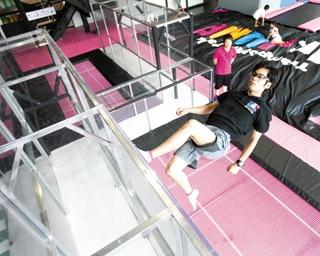 トランポリンで壁を垂直歩行!?東海エリアの進化系スポーツ施設がアツい!