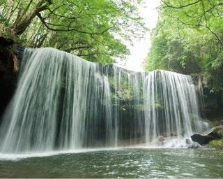鍋ヶ滝公園 / 白糸のカーテンからマイナスイオンたっぷり!