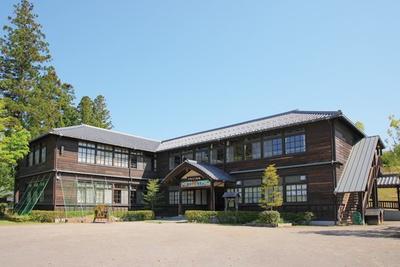 「やまびこ学校」は、オルゴール作り体験(1200円~)などができる施設。営業は土曜・日曜・祝日のみ