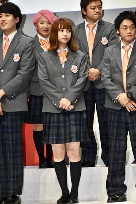 吉本坂46の制服を着た高野祐衣さん