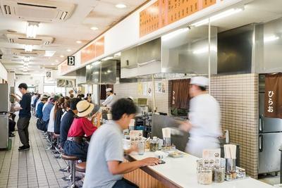 天麩羅処ひらお 本店 / 福岡空港近くにある本店は1日約1000人、週末は1200人が来店